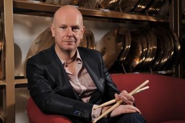 Phillip Selway de Radiohead tomo por una noche el kit de batería de Ringo Starr. Cusica Plus.