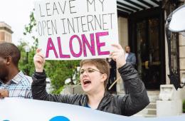Tom Morello, Michael Stipe, Priest y otros se unen en apoyo a la neutralidad web. Cusica Plus.