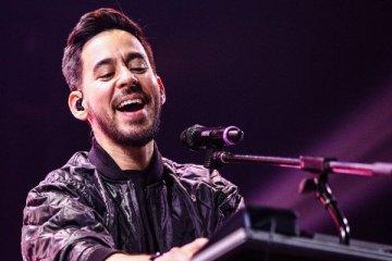 Mike Shinoda responde a sus fans acerca de hacer un holograma de Chester Bennington. cusica plus.