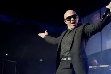 "Pitbull se va de fiesta en el video de ""Jungle"". Cusica Plus."