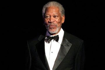 Morgan Freeman y Peter Dinklage hacen lip sync en nuevo comercial para el superbowl. Cusica Plus.