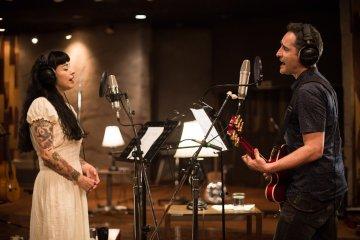 """Jorge Drexler y Mon Laferte ofrecen """"Asilo"""" en su nuevo sencillo. Cusica Plus."""