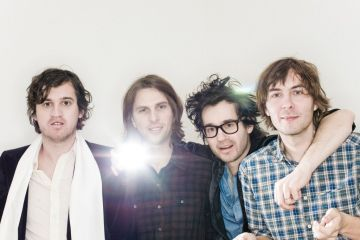 "Phoenix comparte el video de ""Role Model"". Cusica Plus."