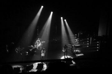 Los Arctic Monkeys le dan nueva vida a un tema de The White Stripes. Cusica Plus.
