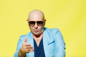 "Pitbull, Karol G y El Chombo estrenan videoclip de ""Dame Tu Cosita"". Cusica Plus."