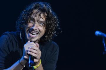 Saldrá a la venta 4 discos inéditos de Chris Cornell, y adelantan con un primer tema. Cusica Plus.