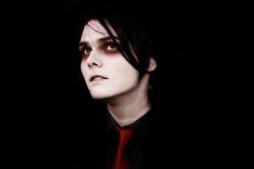 "Gerard Way de My Chemical Romance, estrena su tema para halloween ""Baby You're A Haunted House"". Cusica Plus."