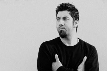 Chino Moreno de Deftones colabora con el grupo de hip hop experimental: Como Asesinar a Felipes. Cusica Plus.