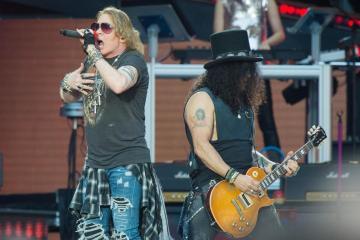 Guns N' Roses abandonó tarima a mitad de show por problemas de salud de Axl Roses. Cusica Plus.