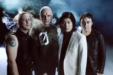 The Smashing Pumpkins muestra su nuevo disco 'Shiny and oh so bright, Vol. 1 / LP: No past. No Future, No Sun.'. Cusica Plus.