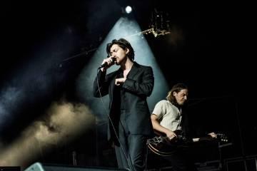 """Los Arctic Monkeys sorprenden con el lado B: """"Anyways"""". Cusica Plus."""