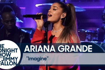 "Ariana Grande se presentó en en el show de Jimmy Fallon para cantar ""Imagine"". Cusica Plus."