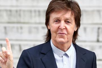 "Emma Stone protagoniza el video de ""Who Cares"" para Paul McCartney. Cusica Plus."
