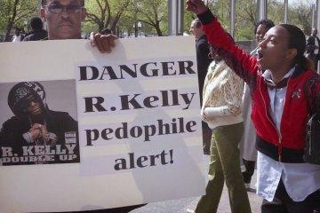 La campaña #MuteRKelly pide que sus sellos discográficos expulsen al cantante de por vida. Cusica Plus.