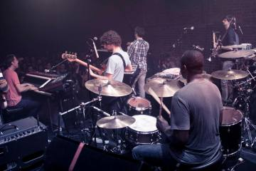 "Snarky Puppy vuelve a explotar el jazz con ""Bad Kids To The Back"". Cusica Plus."