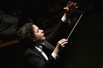 """Gustavo Dudamel se presentará en el """"In-Memorian"""" de los Oscar. Cusica Plus."""