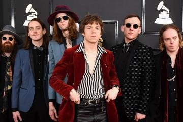 "Cage The Elephant anuncia nuevo disco, y publican el sencillo ""Ready To Let Go"". Cusica Plus."