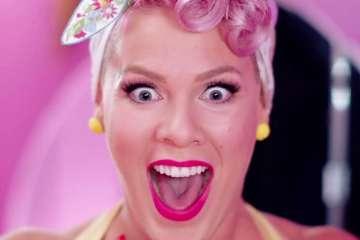 """Pink nos lleva a Nueva York en el video de """"Walk Me Home"""". Cusica Plus."""