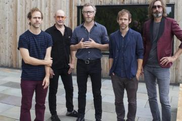 "The National estrenó nuevo tema en vivo titulado ""Where Is Her Head"". Cusica Plus."
