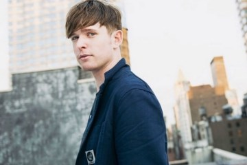 "James Blake se presentó en 'The Ellen DeGeneres Show' para cantar ""I'll Come Too"". Cusica Plus."