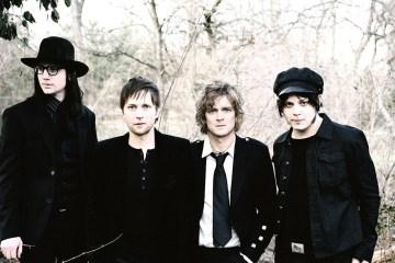 """The Raconteurs siguen sus sonidos de blues con el sencillo """"Help Me Stranger"""" . Cusica Plus"""