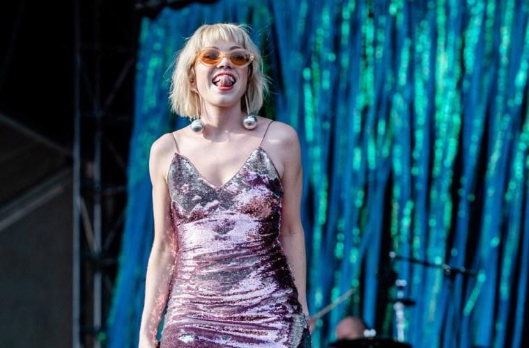 Carly Rae Jepsen colabora con el DJ Gryffin en el tema 'OMG'. Cusica Plus.