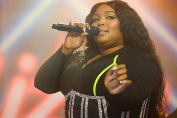 Lizzo versiona a Miley Cyrus y Mark Ronson para BBC Radio One. Cusica Plus.