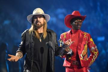 'Old Town Road (remix)' de Lil Nas X, está nominada en los Country Music Awards 2019. Cusica Plus.