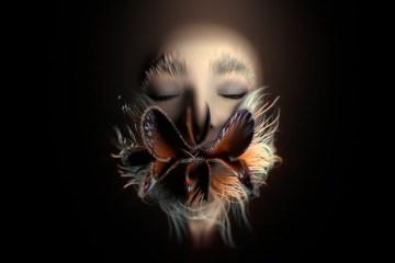 Bjork experimenta con su rostro en el videoclip de 'Losss'. Cusica Plus.