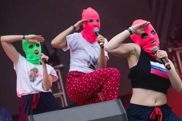 Las Pussy Riot rechazan las elecciones parlamentarias con su nuevo tema '1937'. Cusica Plus.
