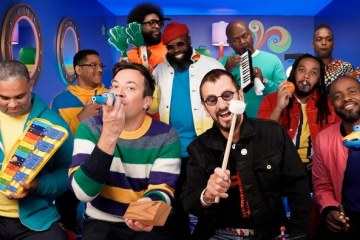 Ringo y The Roots interpretan 'Yellow Submarine' con juguetes - Cúsica Plus