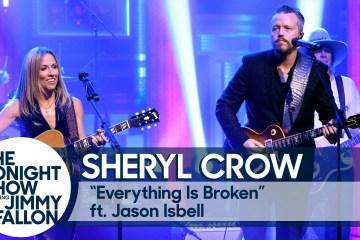 Sheryl Crow y Jason Isbell se unieron para cantar Everything Is Broken de Bob Dylan. Cusica Plus.