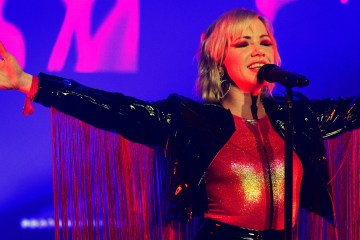Carly Rae Jepsen estrena B Side de su disco 'Dedicated'. Cusica Plus.