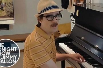Weezer se presentó en el show de Jimmy Fallon, para interpretar en vivo su reciente tema. Cusica Plus.