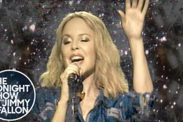 Kylie Minogue anuncia fecha de su próximo disco y se presenta en el show de Jimmy Fallon. Cusica Plus.