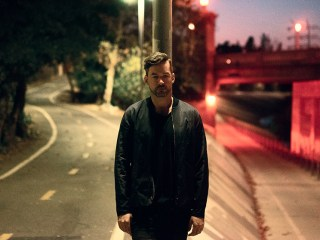 Bonobo is playing all night long for Help Refugees