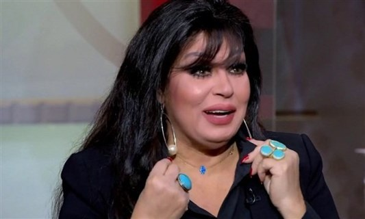 Fifi Abdo addresses her audience and explains the fact that her health has deteriorated