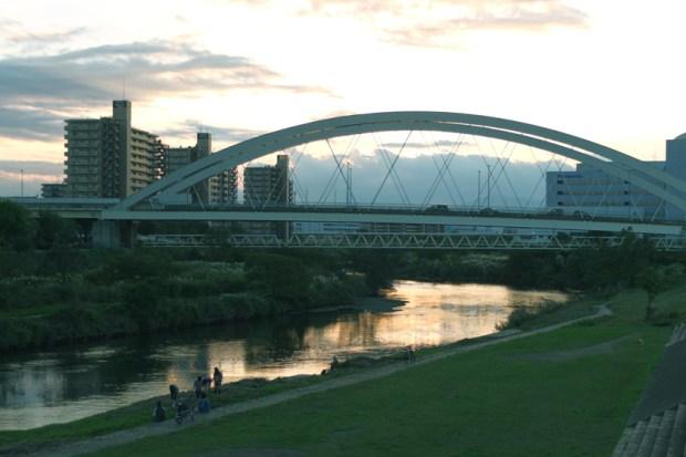 川原の夕焼け 川面に映る夕焼け