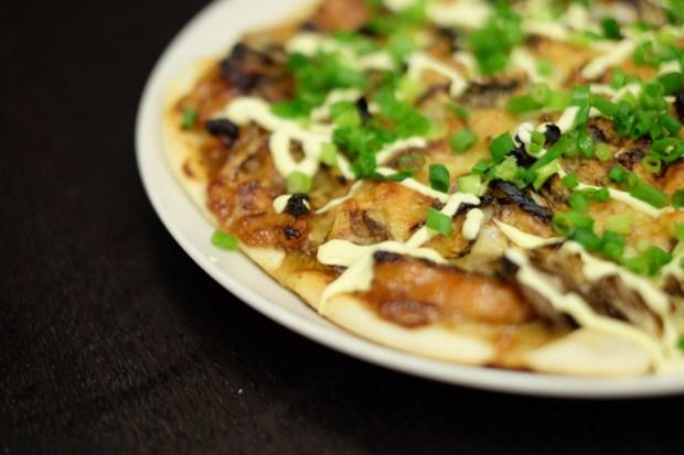ピザを焼く_テリヤキチキン