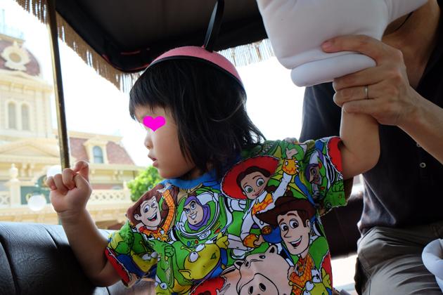 香港ディズニーランド_グランドマーシャルズ(パレードの先頭車で手を振る役)体験_ノーファインダーで適当に撮影したうちの1枚