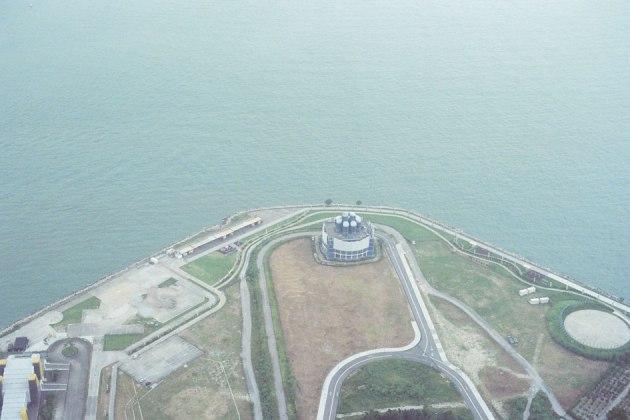 Olympus_OM-1_×_Kodak_SUPERGOLD400_in香港_ICC_SKY100_灯台っぽい建物