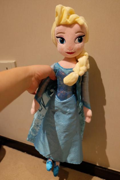 香港ディズニーランド_お土産_エルサ人形