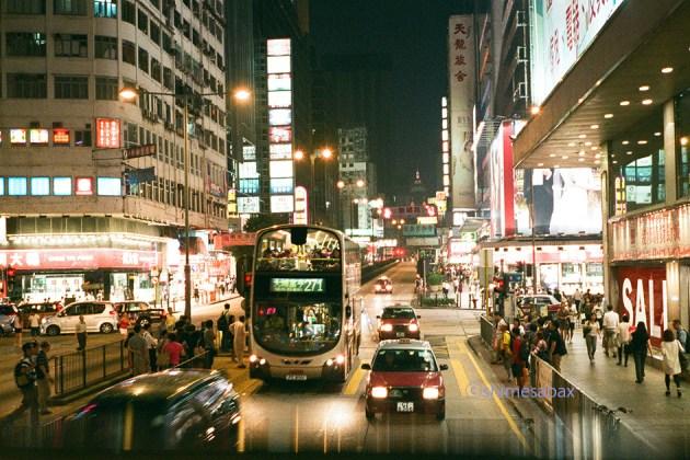 NATURA1600×KLASSE_S_香港Night_オープントップバスから