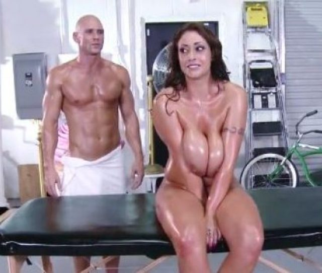 Exclusive Masseurs Cock Inside Milf Pussy