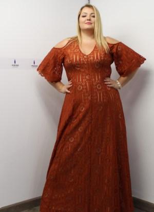 Φόρεμα δαντέλα ταμπά με έξω ώμους και φερμουάρ στη πλάτη