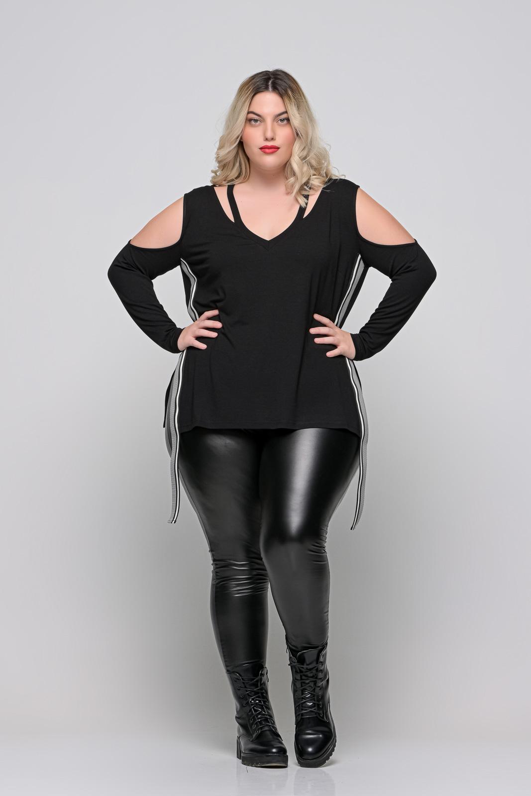 Μπλούζα μεγάλα μεγέθη βισκόζ με βαθύ ντεκολτέ και λωρίδα στο πλάι.Στο eshop μας θα βρείτε οικονομικά γυναίκεια ρούχα σε μεγάλα μεγέθη και υπερμεγέθη.