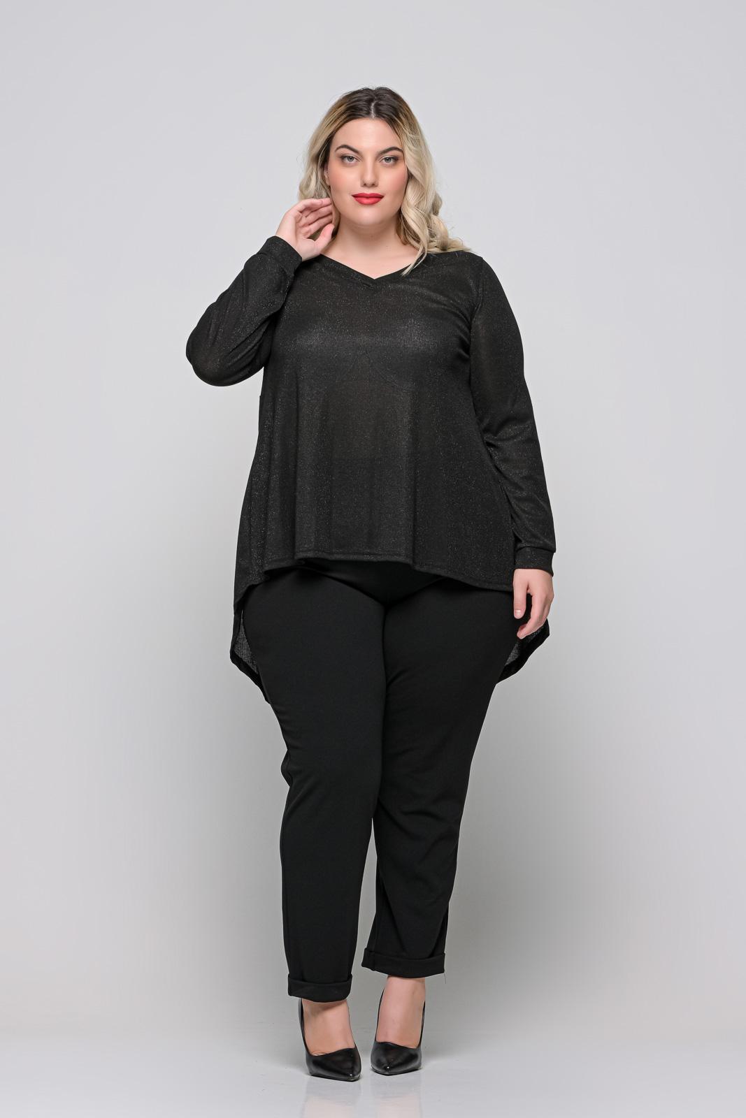 Μπλούζα ασύμμετρη μεγάλα μεγέθη μαύρη με ασημοκλωστή. Στο eshop μας θα βρείτε οικονομικά γυναίκεια ρούχα σε μεγάλα μεγέθη και υπερμεγέθη.