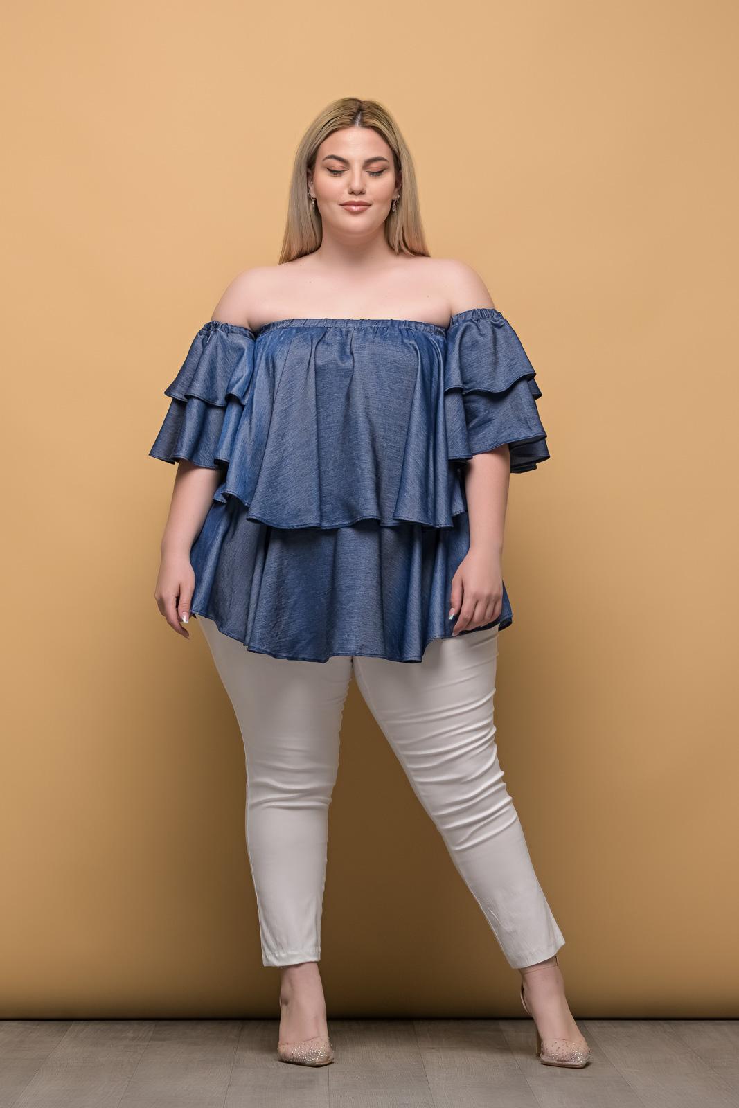 Στράπλες μεγάλα μεγέθη τζιν με βολάν στο μανίκι.Στο eshop μας θα βρείτε οικονομικά γυναίκεια ρούχα σε μεγάλα μεγέθη και υπερμεγέθη.
