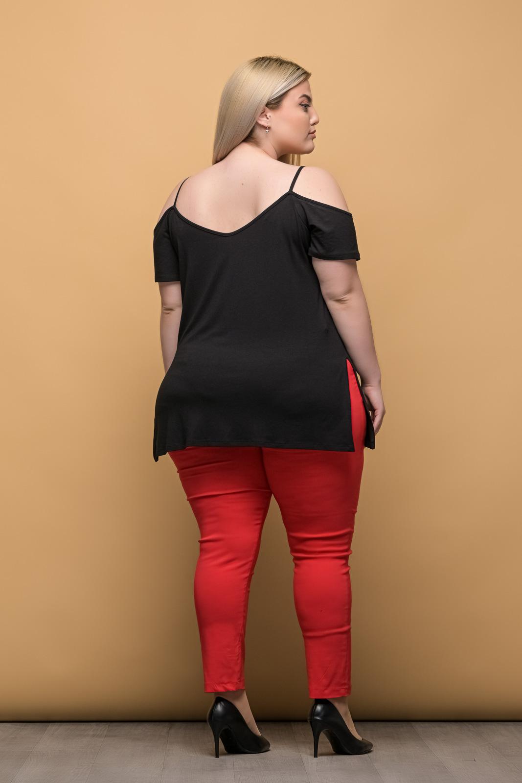 Μπλούζα μεγάλα μεγέθη μαύρη με τιράντες και άνοιγμα στο πλάι.Στο eshop μας θα βρείτε οικονομικά γυναίκεια ρούχα σε μεγάλα μεγέθη και υπερμεγέθη.