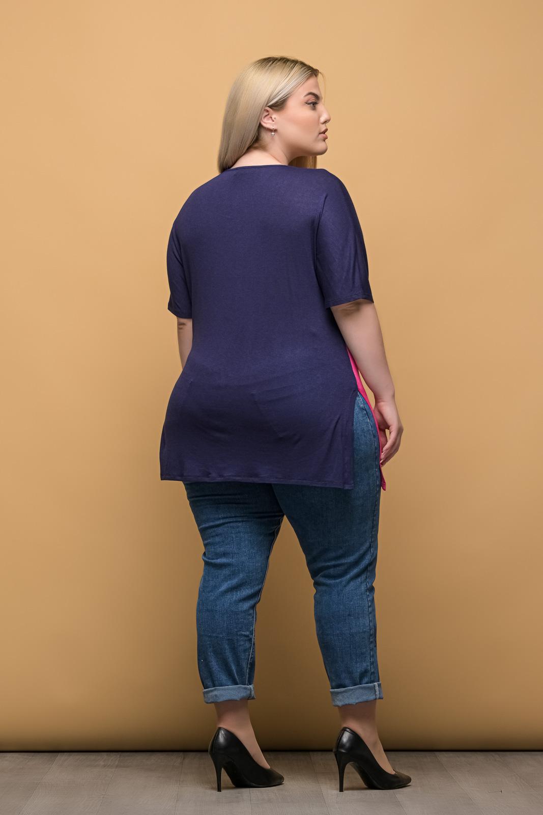 Μπλούζα μεγάλα μεγέθη ασύμμετρη σε τριχρωμία/μπλε με V στο λαιμό.Στο eshop μας θα βρείτε οικονομικά γυναίκεια ρούχα σε μεγάλα μεγέθη και υπερμεγέθη.